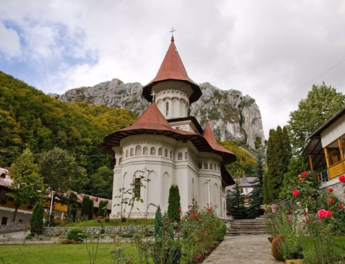 5 mănăstiri de poveste din România, ideale pentru slujba de Înviere